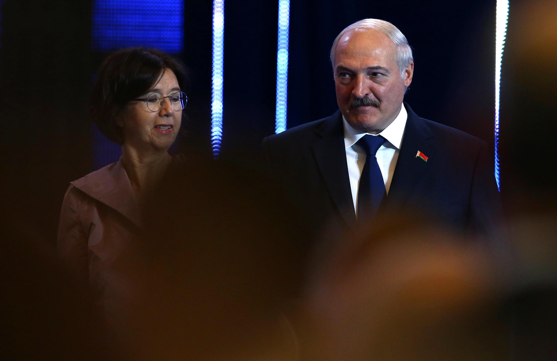 Президент Беларуси Александр Лукашенко и председатель  ПА ОБСЕ Кристин Муттонен, Минск, 5 июля 2017.