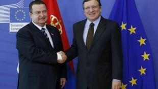 Ivica Dacic, Premier ministre serbe et José Manuel Barroso, le 26 juin à Bruxelles.
