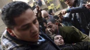 Partidarios de la cofradía Hermanos Musulmanes fueron atacados por policías y por el ejército.