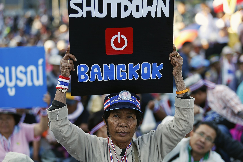 Un manifestante protesta contra el gobierno en Bangkok, el 13 de julio de 2014.