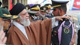 آیتالله خامنهای هر ساله در مراسم فارغالتحصیلی دانشگاههای افسری شرکت میکند