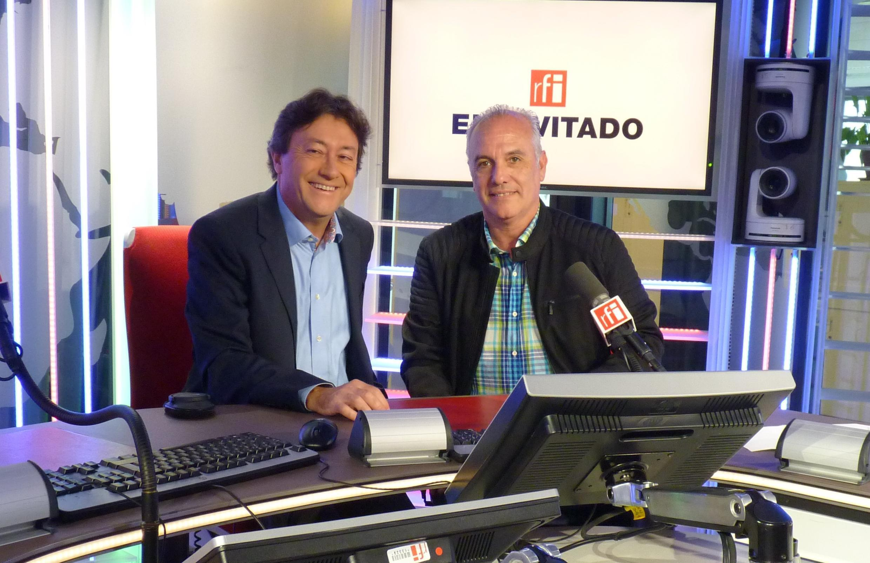 Ariel Godoy con Jordi Batallé en los estudios de RFI
