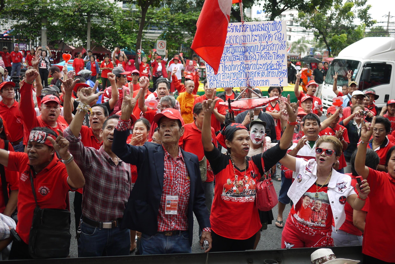 Phe Áo đỏ tập hợp ở ngoại ô phía tây-bắc Bangkok - RFI /Arnaud Dubus