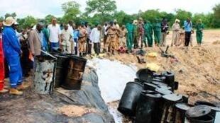 Constat des dégâts sur le site de Koudalwa, exploité par CNPC, au Tchad, en août 2013.
