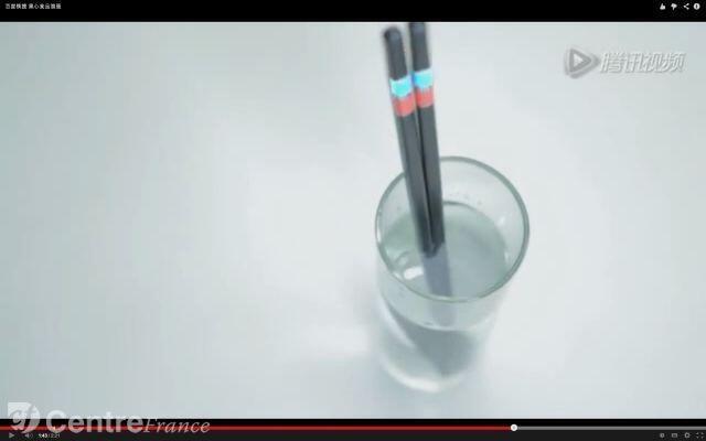 Đuôi đũa có thể nhấp nháy màu đỏ khi đầu đũa gấp thức ăn có dầu độc hại - DR