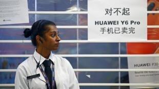 图为华为推出迎新加坡国庆手机大减价,僧多粥少很快售罄2019年7月26日新加坡