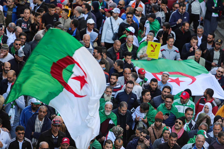 Masu zanga-zangar adawa da zaben shugaban kasa a Algiers, babban birnin Algeria.