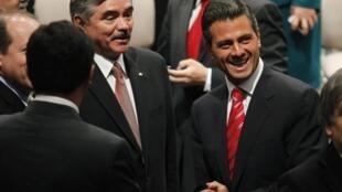 Enrique Pena Nieto (D) est donné vainqueur par les sondages pour la présidentielle. (Photo datée du 28 juin 2012).