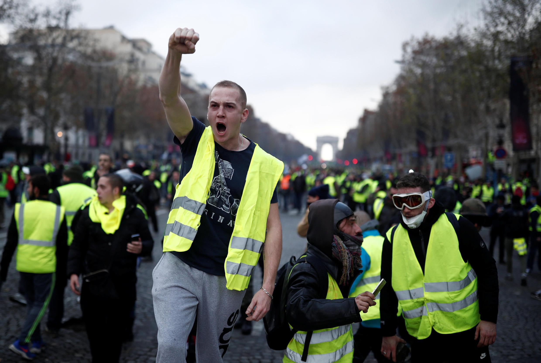 «Желтые жилеты»—движение автомобилистов, недовольных ростом цен натопливо, зародившееся всоциальных сетях.
