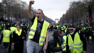 Le Rassemblement national et La France insoumise envisagent d'ouvrir leur liste aux «gilets jaunes».