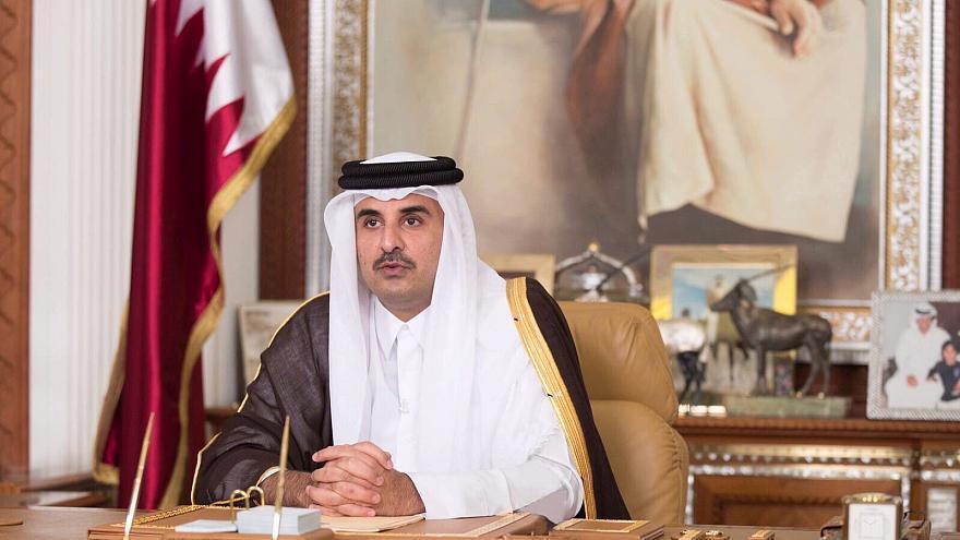 """عربستان سعودی از """"شیخ تمیم بن حمد"""" امیر قطر خواسته است در دو نشست اضطراری شورای همکاری خلیجفارس و نشست اتحادیه عرب در شهر مکه شرکت کند."""