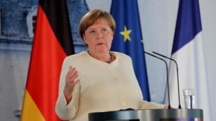 La chancelière allemande Angela Merkel lors d'une conférence de presse conjointe avec le président français Emmanuel Macron, le 29 juin 2020 près de Berlin.