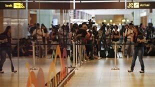 L'attente, à l'aéroport de Singapour, ce 28 décembre.