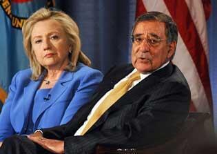 Ngoại trưởng Clinton và bộ trưởng Quốc phòng Leon Panetta (AFP)