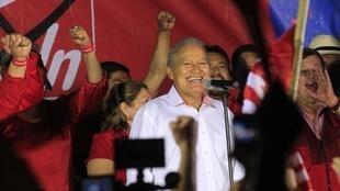 El ex guerrillero y candidato oficialista Salvador Sánchez Cerén hablando a sus seguidores después del triunfo, 3 de febrero de 2013.