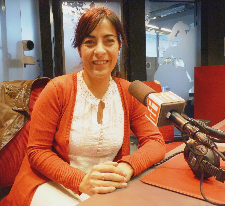 María Carolina Moisés en los estudios de Radio Francia Internacional.