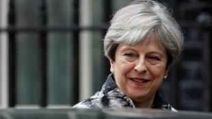 La Première ministre britannique Theresa May a tenté de désamorcer ce lundi la fronde des députés conservateurs lors d'une réunion des Tories au Parlement.