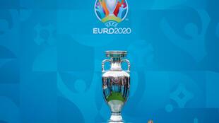 Le trophée de l'Euro présenté à Londres le 4 juin 2021