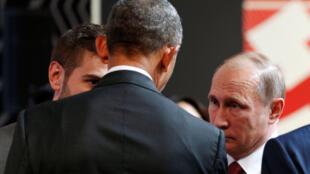 Действующий президент США Барак Обама и президент России Владимир Путин в кулуарах саммита АТЭС в Перу, 20 ноября 2016 г.
