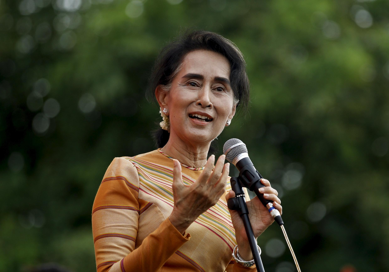 """خانم """"ان سان سو کی"""" زندانی سیاسی دوران حکومت نظامیان و برنده جایزه صلح نوبل"""