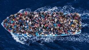 地中海,僅僅48小時,10600偷渡者獲救,數十人葬身大海。