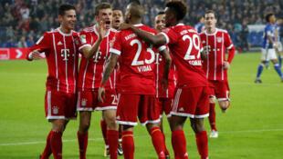 L'équipe du Bayern Munich fête son troisième but contre Schalke, le 19 septembre 2017.