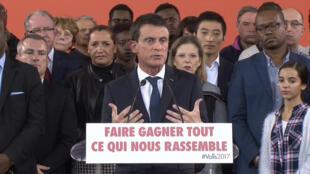 Manuel Valls durante anúncio de sua candidatura à presidência em Evry, ma periferia de Paris