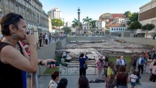 L'UNESCO a inscrit sur sa liste du patrimoine mondial le site archéologique du quai de Valongo dans le centre de Rio de Janeiro par lequel ont été débarqués quelque 900 000 esclaves africains sur le continent américain. Le 15 juillet 2017.