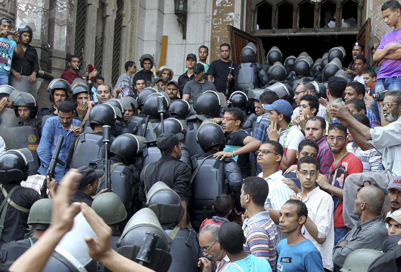 Cảnh sát thẳng tay giải tán đám đông làm thiệt mạng gần 800 người tính từ ngày 14/08.