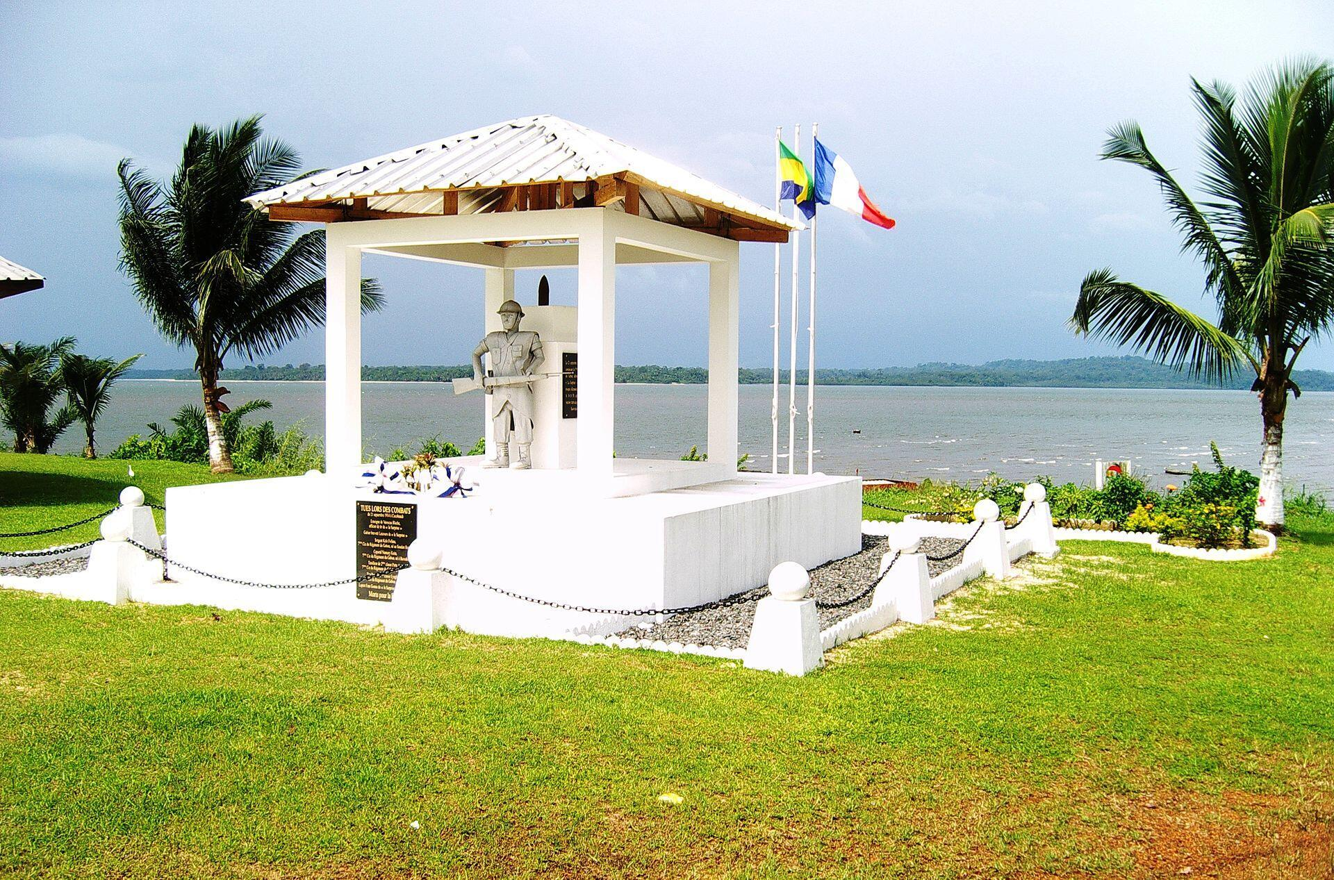Monument aux morts de la bataille de Cocobeach de septembre 1914 au Gabon.