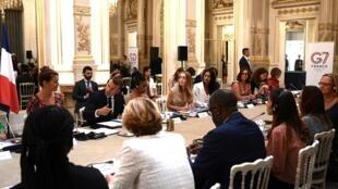 امانوئل ماکرون، رئیس جمهوری فرانسه که ریاست دوره ای نشست سال ۲۰١۹ را به عهده دارد، روز جمعه ۲۳ اوت برای آماده سازی و هماهنگی در جهت برگزاری بهینه این نشست در سه گردهم آیی مهم در کاخ الیزه شرکت می کند.