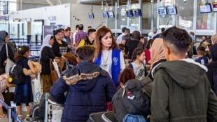 دومین گروه خانوادههای ایزدی، هنگام ترک فرودگاه بینالمللی اربیل به مقصد شهر تولوز، جهت اقامت در فرانسه. ٢٢ مه ٢٠۱٩