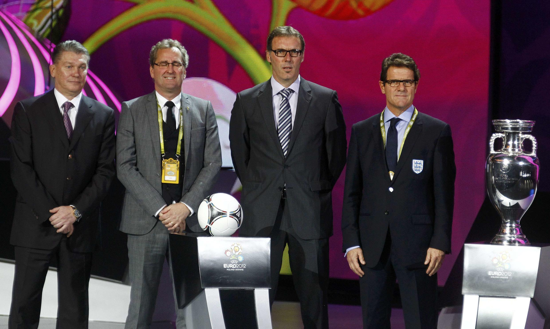 Các huấn luyện viên của nhóm D, từ trái qua: Oleg Blokhin (Ukraina), Erik Hamren( Thụy Điển), Laurent Blanc (Pháp) và Fabio Capello (Anh), sau lễ bốc thăm chia bảng tại Kiev ngày 2/12/2012.