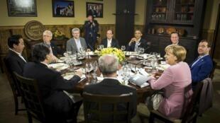 Barack Obama e os representantes de cada um dos membros do G8, nesta sexta-feira, em Camp David, Estados Unidos.