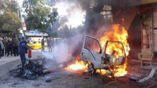 انفجار در شهر لاذقیه، که زیر کنترل رژیم بشار اسد قرار دارد هم تلفاتی بر جای گذارد. تصویر مربوط به انفجار روز ۲۲ ژانویه.