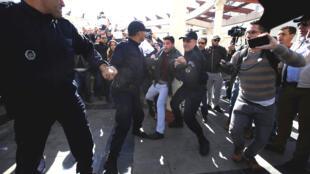 '¡No a la censura!', 'Cuarto poder, no una prensa bajo órdenes', gritaban los manifestantes este 28 de febrero de 2019 en Argel.