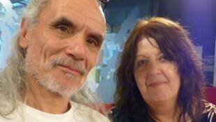 Horacio Burgos junto a Liliana Rodríguez en los estudios de RFI.