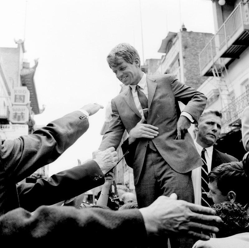 El senador Robert F. Kennedy, durante la campaña presidencial en Estados Unidos en 1968.