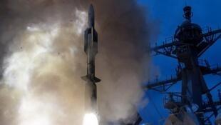 瓊斯號 2014 年發射導彈