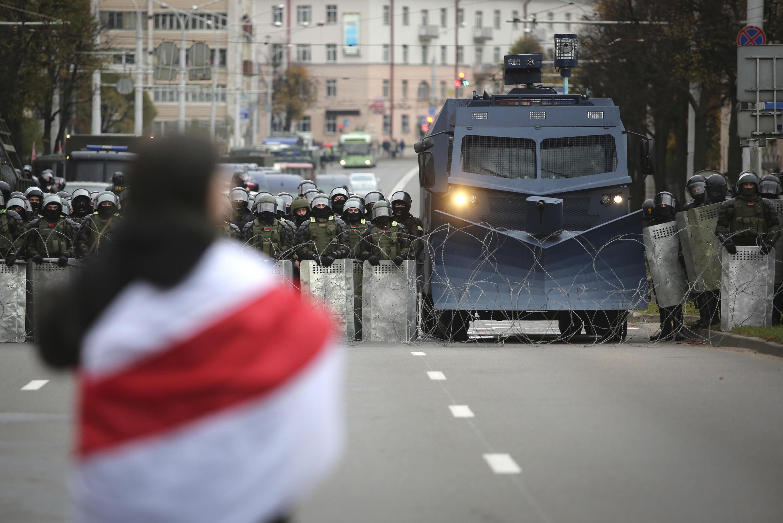 25 октября в Минске протестующих традиционно встречали   силовики со спецтехникой