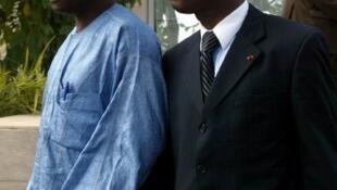 Moïse Lida Kouassi, ici avec avec son homologue du Togo le général Tijany (g) à la réunion de la Cédéao, le 22 Septembre 2002 à Abidjan.