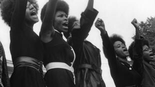 """زنان طرفدار جنبش """"ناپی"""""""