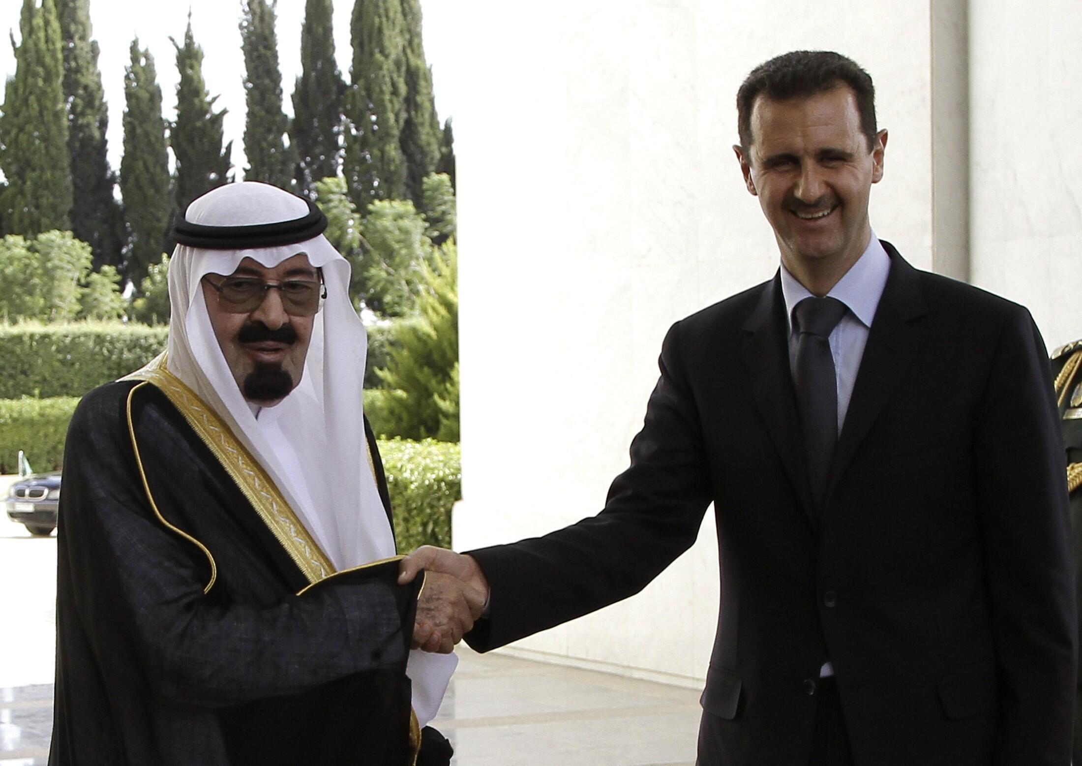 O rei saudita, Abdallah(à esq), e o presidente sírio, Bachar al -Assad, em Damasco, neste 29 de julho.