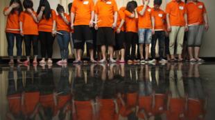 Ces ressortissants chinois interpellés en Indonésie sont suspectés d'être impliqués dans le cybercrime. Jakarta, le 31 juillet 2017.