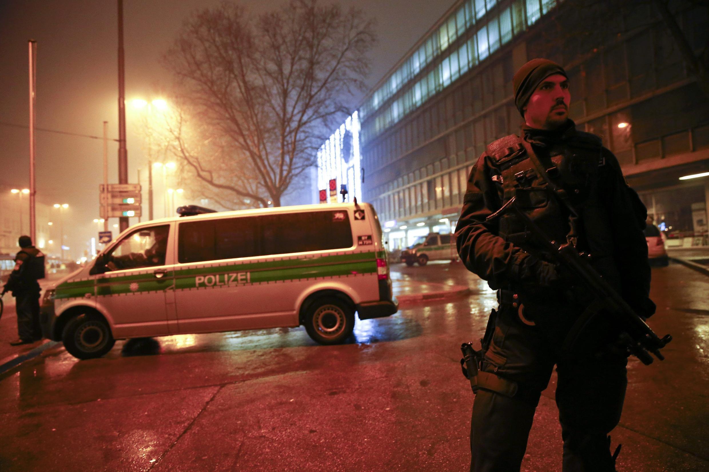 Polícia bloqueia acesso a estação ferroviária central, em Munique