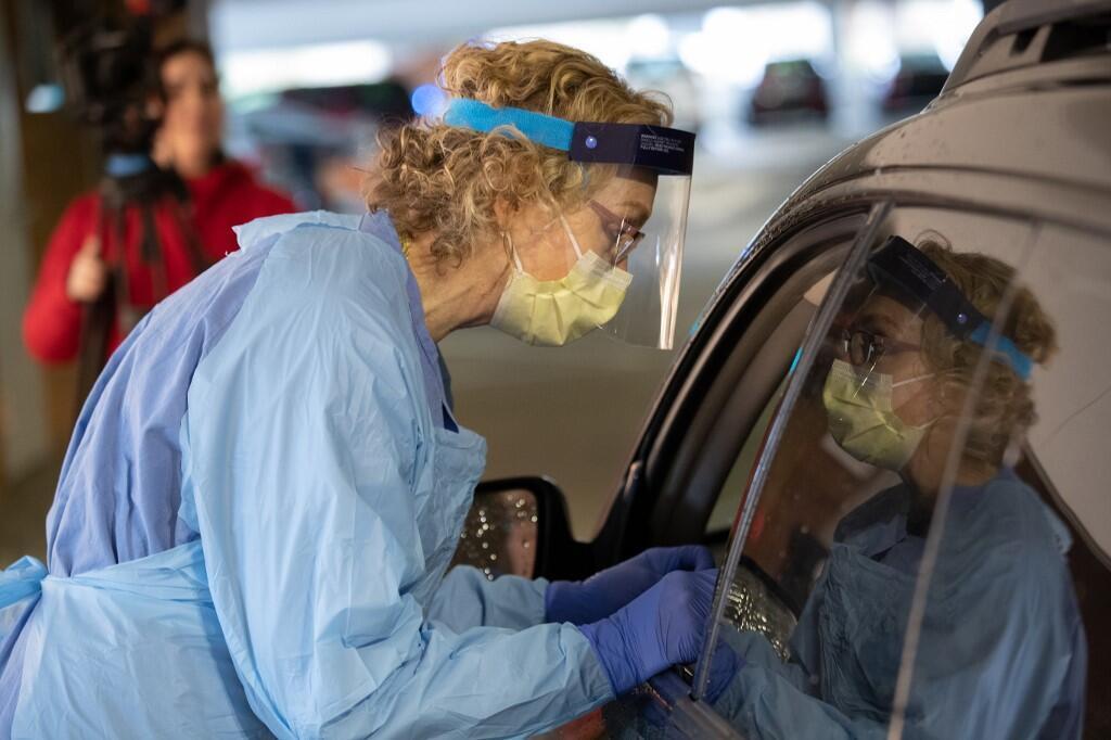 Enfermeira durante uma triagem de coronavírus em Seattle, 13 de março de 2020.