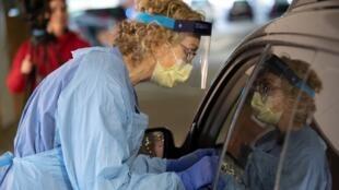 Infirmière lors d'un dépistage du coronavirus à Seattle, le 13 mars 2020.