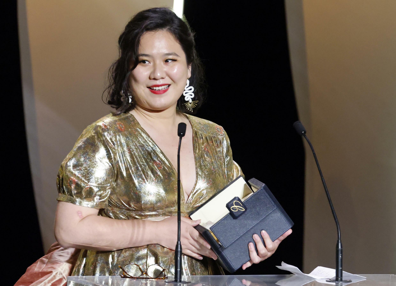 香港青年导演唐艺以影片《天下乌鸦》获得第74届戛纳电影节短片金棕榈奖。