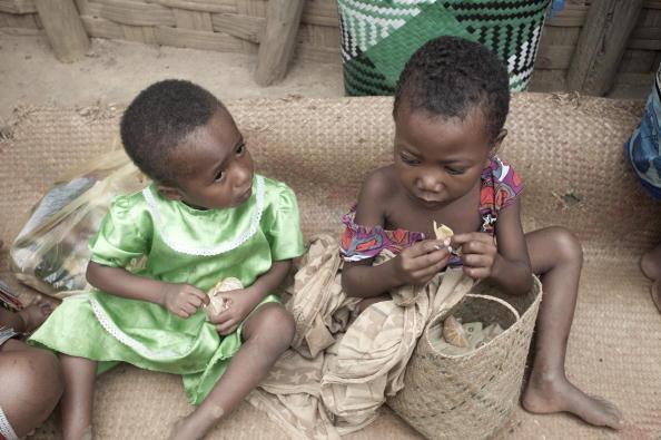 Enfants dans le village de Fotsy Alanana.