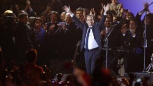 François Hollande celebrou a vitória na Praça da Bastilha